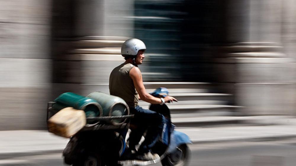 Palermo, 3 scooter con le stesse targhe: denunciato venditore di bombole