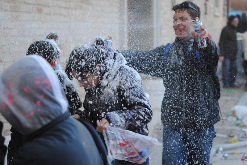 Carnevale, da spray a trucchi: ecco come difendersi da allergie
