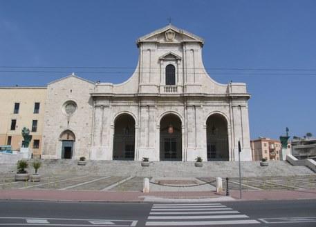 Maltempo: fulmine sulla basilica di Bonaria in Sardegna