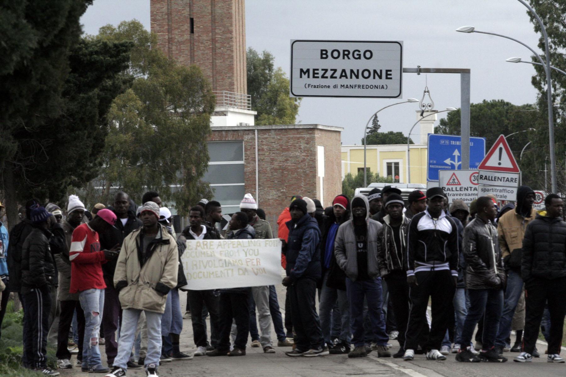 Scontri al Cara di Borgo Mezzanone, la polizia di Foggia arresta 26 stranieri