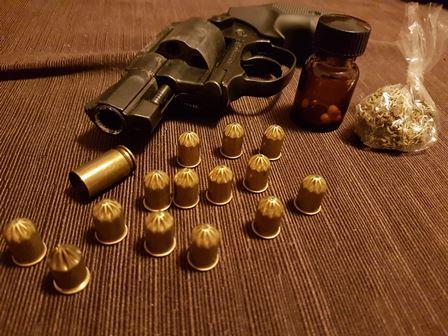 Catania, minaccia e punta la pistola contro l'ex che l'ha lasciato