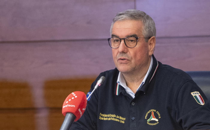 """Diminuiti i morti in Italia per il coronavirus, Borrelli: """"La prossima settimana sarà cruciale"""", 7000 le persone guarite"""