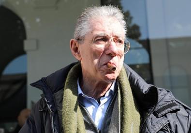"""Umberto Bossi all'ospedale di Varese, """" è stabile e reattivo"""""""