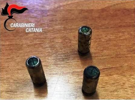 Catania: spara a salve contro rivali in amore, romeno denunciato