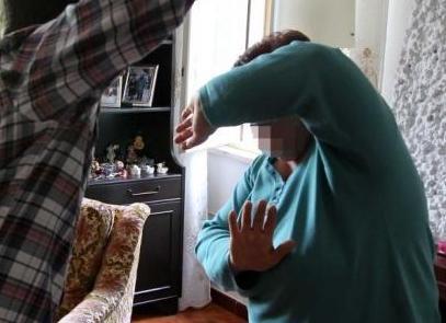 Paternò, ai familiari: 'Vi ammazzo tutti' e finisce ai domiciliari in una Comunità