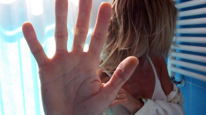 Botte alla moglie che finisce in ospedale: marito arrestato Biancavilla