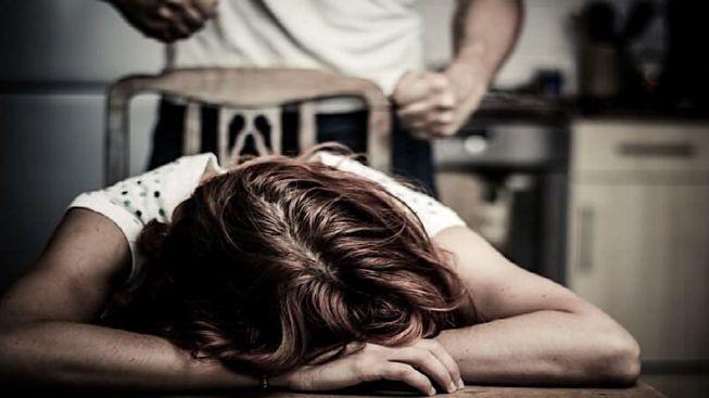 Violenza alla moglie e botte ai figli, lei lo denuncia: arrestato a Lentini