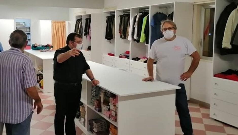 Cefalù, inaugurata una boutique speciale: abiti gratuiti per i bisognosi