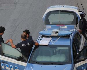 Palermo, la mamma vuole separarsi: il figlio tenta di gettarla dal balcone
