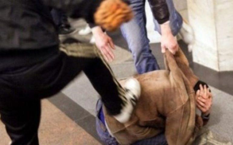 Cornelia, ragazzo pestato e rapinato dal branco: 5 arresti