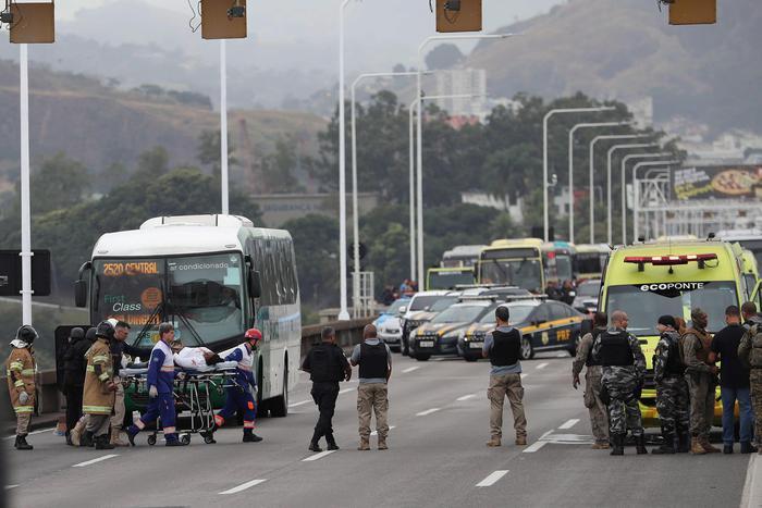Brasile, 18 ostaggi in un bus a Rio: ucciso il sequestratore