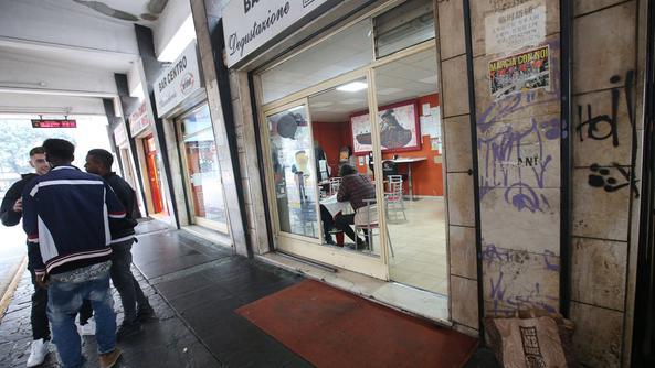 Delusione sentimentale, si dà fuoco in strada a Brescia