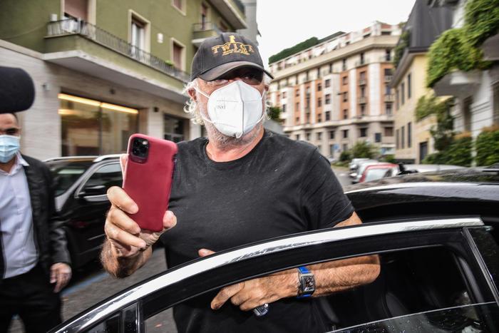 Coronavirus, Briatore dimesso dall'ospedale San Raffaele di Milano