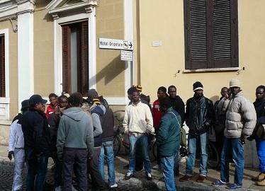 Brindisi, due colpi di pistola contro la porta di un Centro per immigrati