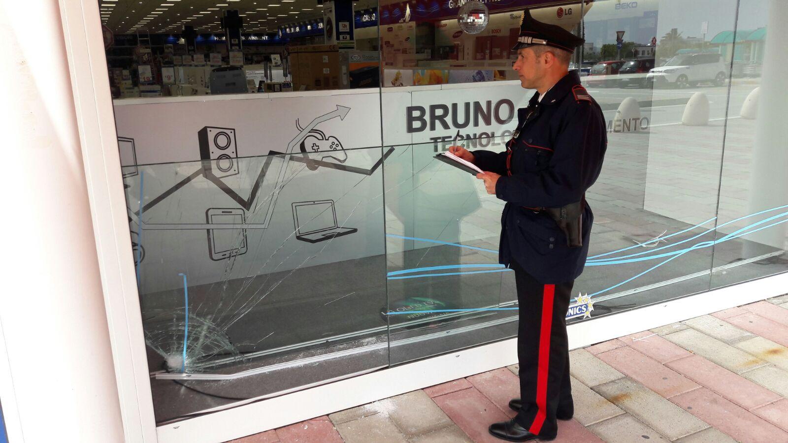 Modica, banditi assaltano Bruno Euronics: bottino 6000 euro