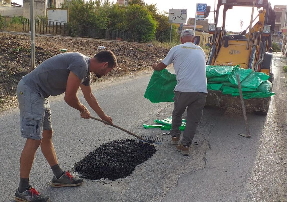 Vittoria, cittadini si autotassano per riparare le buche lungo la strada Marangio