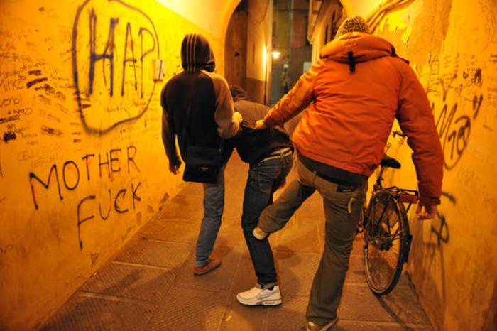 Palermo, 2 ragazzine aggredite da coetanee per uno sguardo di troppo