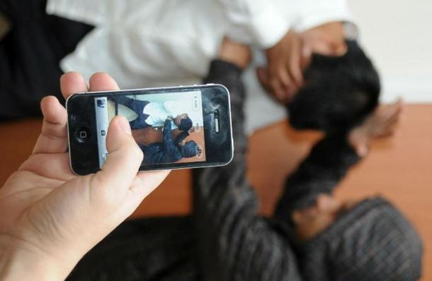 Santa Maria di Licodia, terrorizzavano le vittime: arrestati due bulli