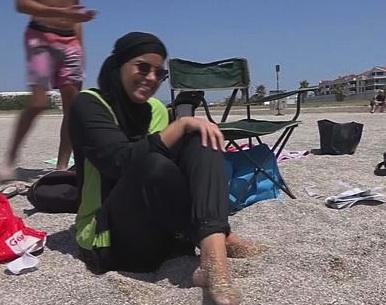 Francia, il Consiglio di Stato sospende il divieto anti - burkini in spiaggia
