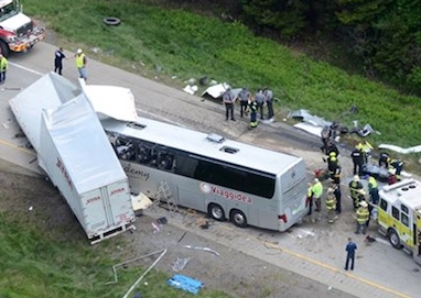 Scontro fra un autobus ed un Tir, morti tre turisti a 180 chilometri da Los Angeles