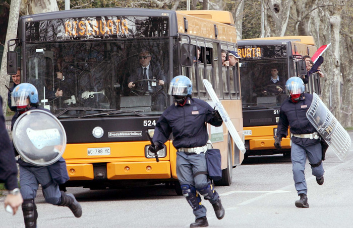 Calcio, danneggiarono autobus a Catania, 37 tifosi del Catanzaro rinviati a giudizio