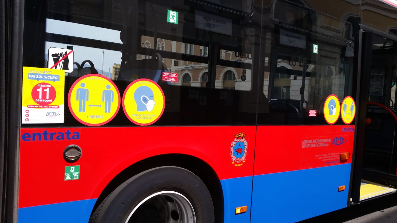 E' positiva al covid e sale sul bus: denunciata a Catania