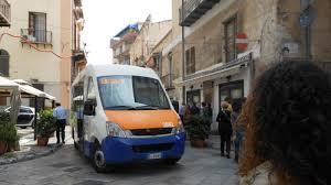 Autista palpeggia ragazzina sul bus: arrestato nel Messinese