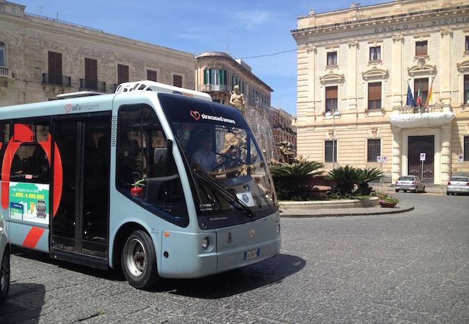 Scatta a Siracusa la Ztl estesa a tutta Ortigia: bus navetta per il centro storico