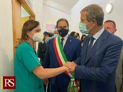 Vaccino, il presidente Musumeci visita l'hub di Buseto Palizzolo nel Trapanese