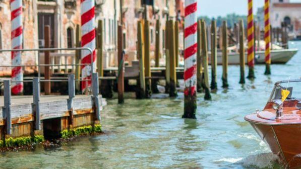 """Barchino contro """"briccola"""", un morto in laguna a Venezia"""