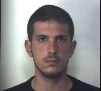 Sorpreso con oltre 40 dosi di droga e soldi cash, arrestato a Siracusa