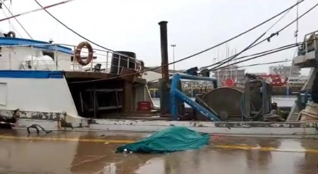 Cadavere in rete da pesca a 25 miglia dalla costa di Sciacca