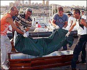 Prelievi del Dna sui cadaveri dei migranti naufragati a Lampedusa
