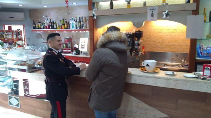 Per i carabinieri di Vibo Valentia caffè e fiori dopo maxi retata