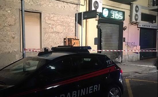 Bomba contro agenzia scommesse a Cagliari