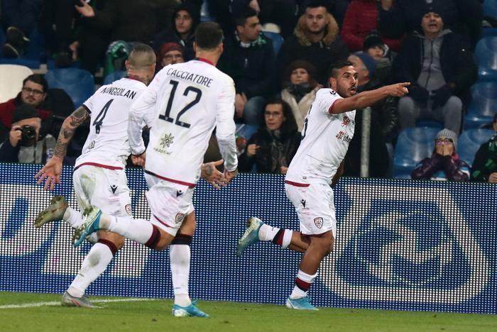 E' corsa a 3 per lo scudetto, frena il Cagliari: vince il Brescia con Balotelli