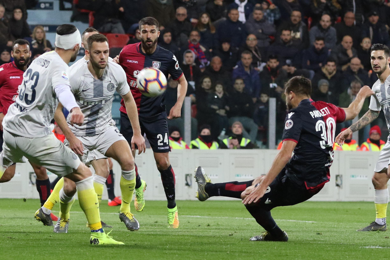 Impresa del Cagliari contro l'Inter : i gol di Ceppitelli e Paoletti