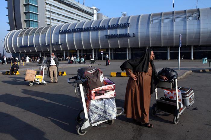 Atterraggio d'emergenza Al Cairo con 122 italiani a bordo