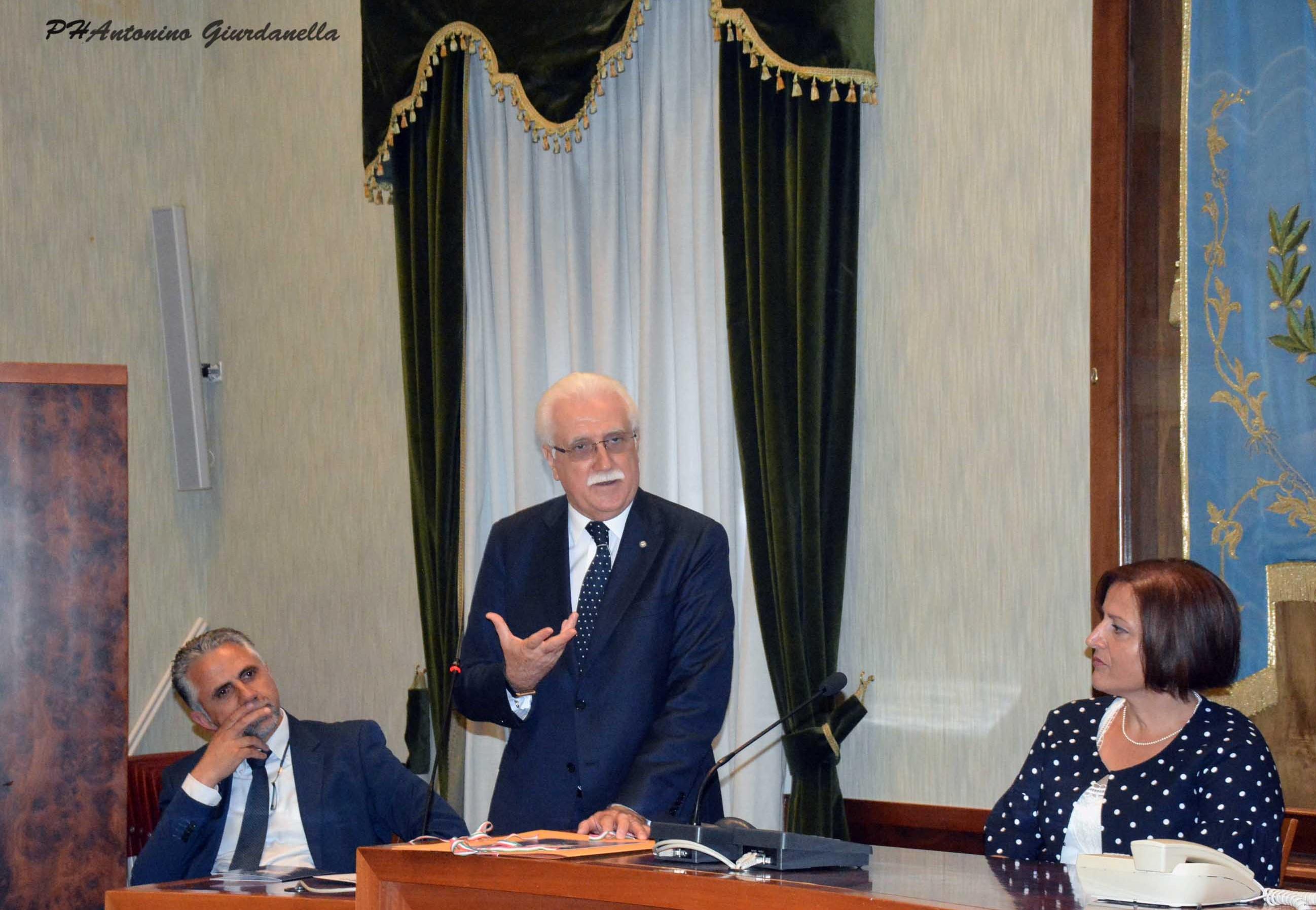 Modica, conferita la cittadinanza onoraria al professore Giorgio Calabrese