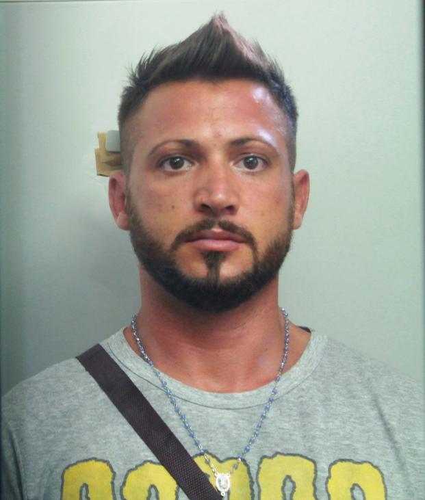 Catania, viola la sorveglianza speciale e finisce in cella