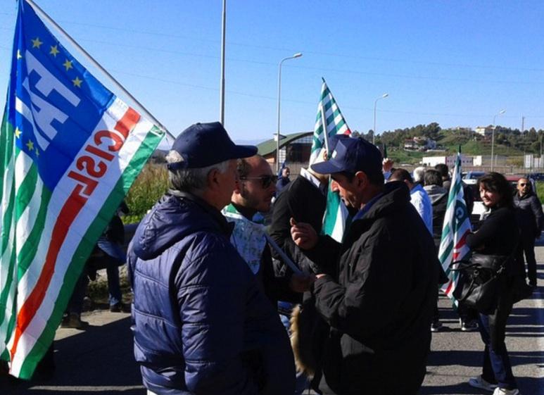 Contro la legge di stabilità bloccati gli imbarchi per la Sicilia