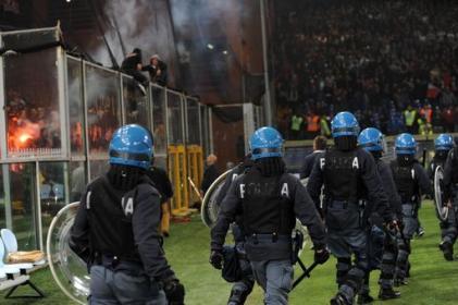 Calcio: sventagliata di botti vicino la Curva di Agrigento, scatta il Daspo
