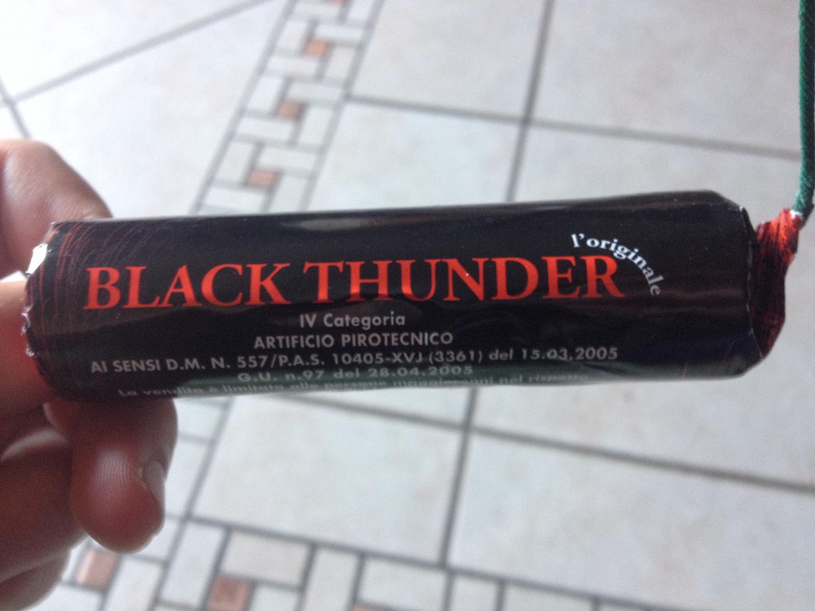 Calcio, trovata con un black thunder durante la partita Catania-Catanzaro: daspo