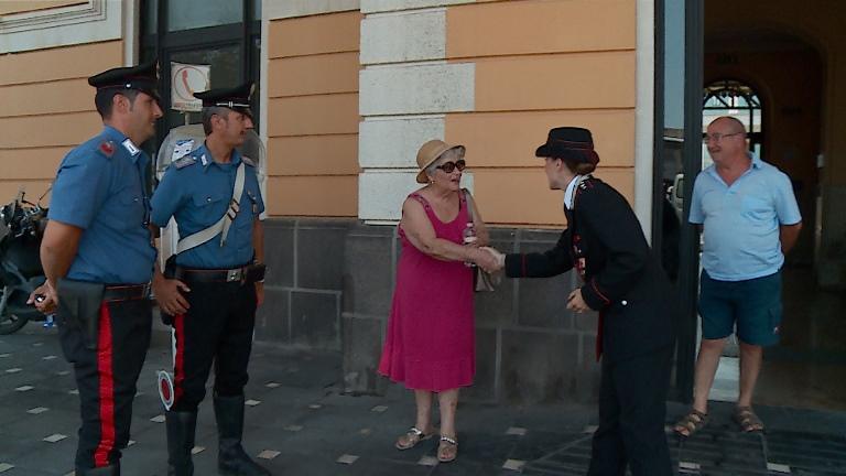 Siracusa, carabinieri in soccorso dei senza casa per il caldo record