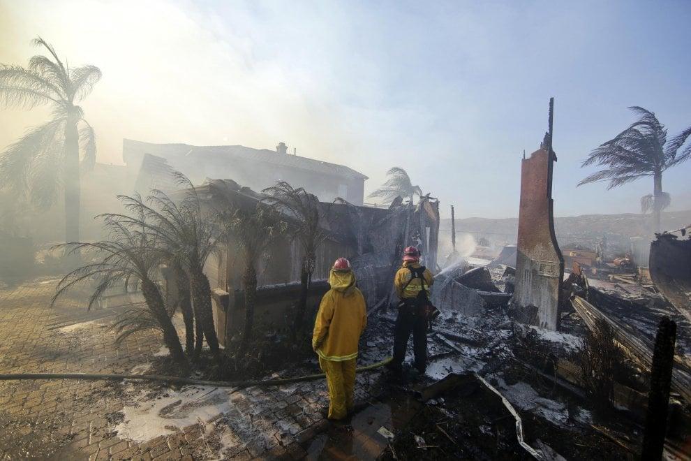 Gli incendi in California, salgono a 17 i morti