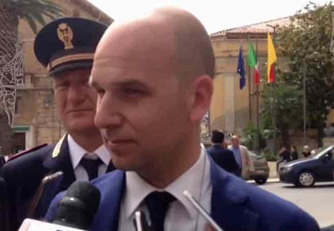 Un'altra intimidazione con il fuoco al sindaco anti-abusivi di Licata