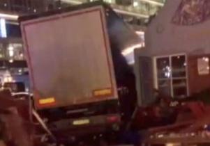 Camion contro il mercatino di Natale a Berlino, 9 morti e 50 feriti