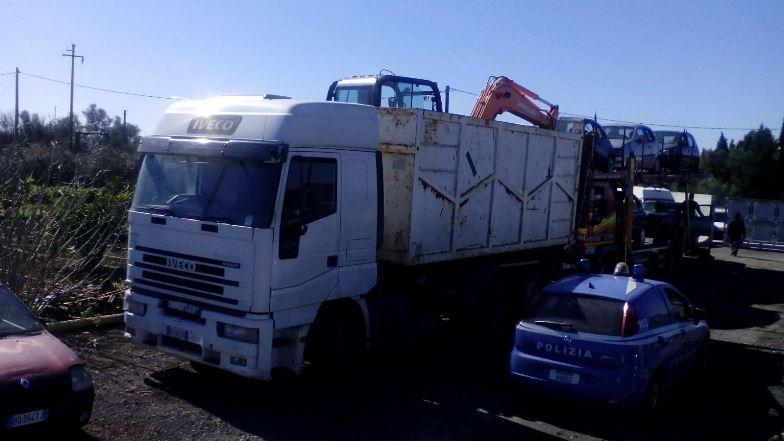 Catania, abbandona il camion rubato a Caltanissetta e si dà alla fuga