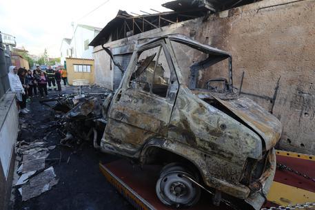 Palermo, esplode bombola gas in camper: 4 pompieri feriti