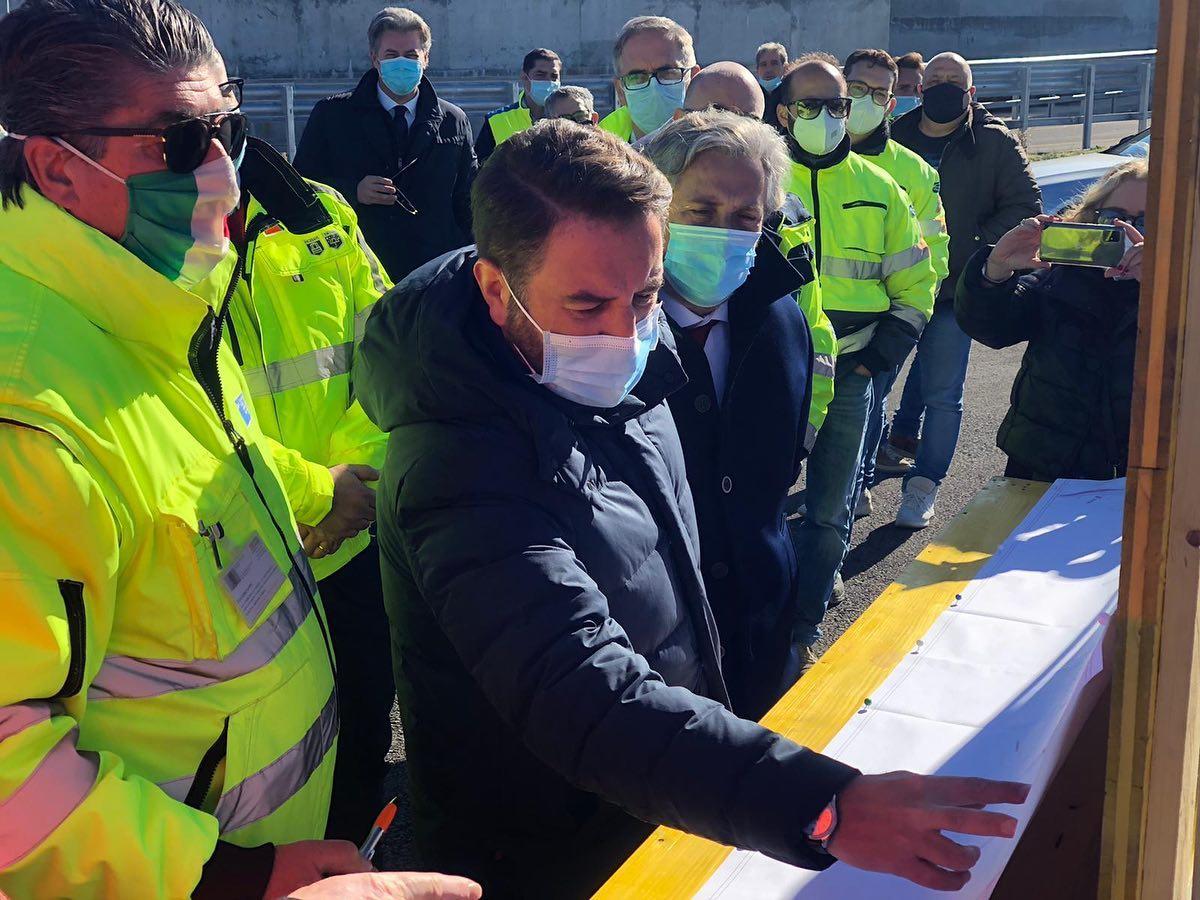Vice ministro Cancelleri apre tratto di strada nel Nisseno sulla Statale 640